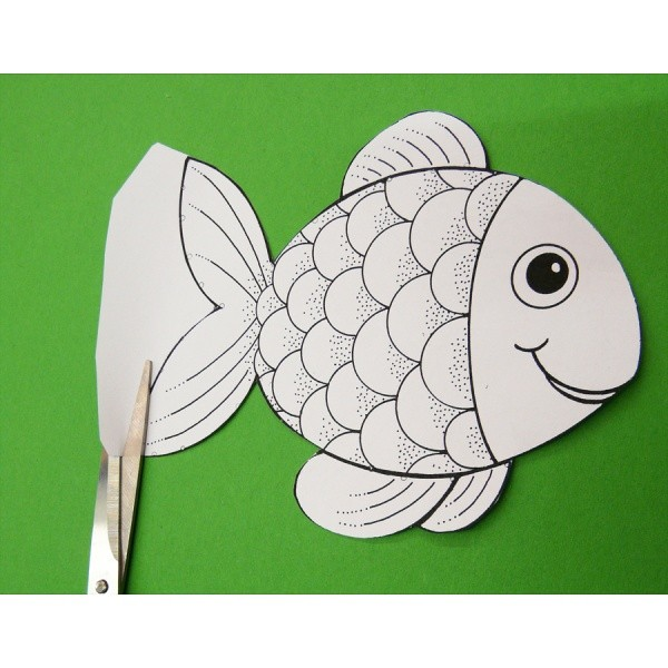 eine tolle anleitung zum fische basteln im kindergarten f r kindergartenkinder ganz einfach. Black Bedroom Furniture Sets. Home Design Ideas
