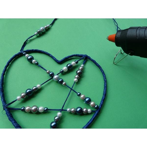 basteln mit perlen anleitung eine sch ne bastelidee mit. Black Bedroom Furniture Sets. Home Design Ideas