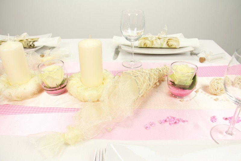 Tischdeko rosa creme feier tischdekorationen for Tischdeko rosa