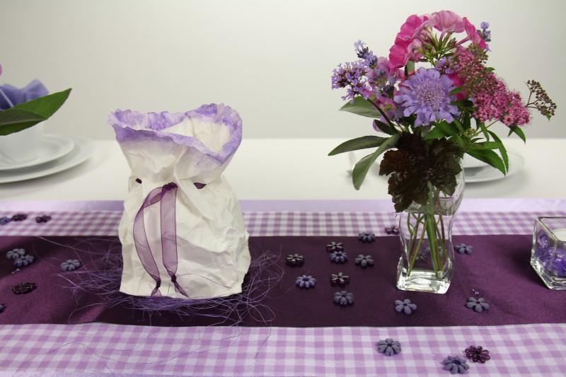 tischdeko flieder lila mustertisch trendmarkt24. Black Bedroom Furniture Sets. Home Design Ideas