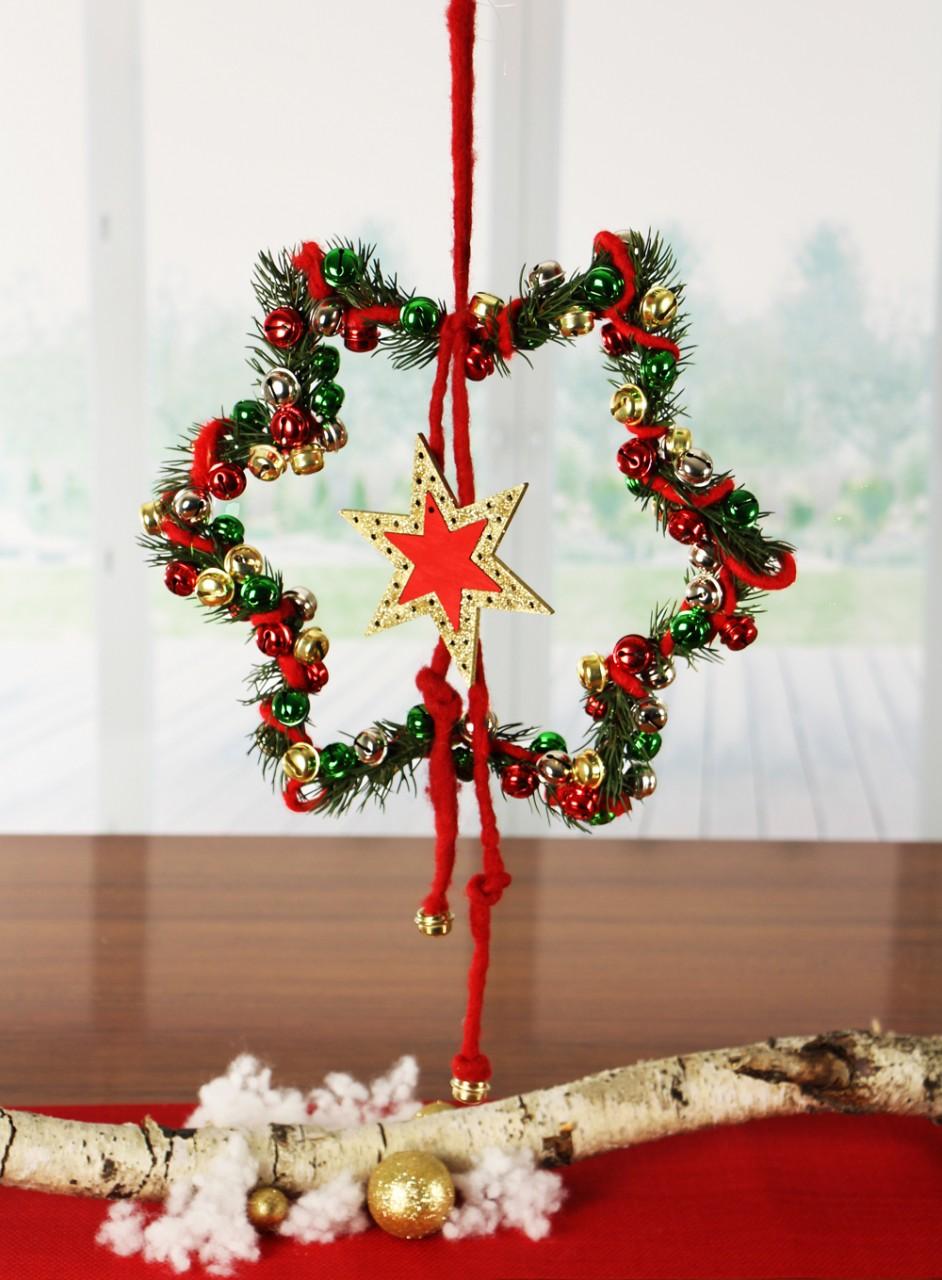 basteln zu weihnachten weihnachtsstern als t rschmuck. Black Bedroom Furniture Sets. Home Design Ideas