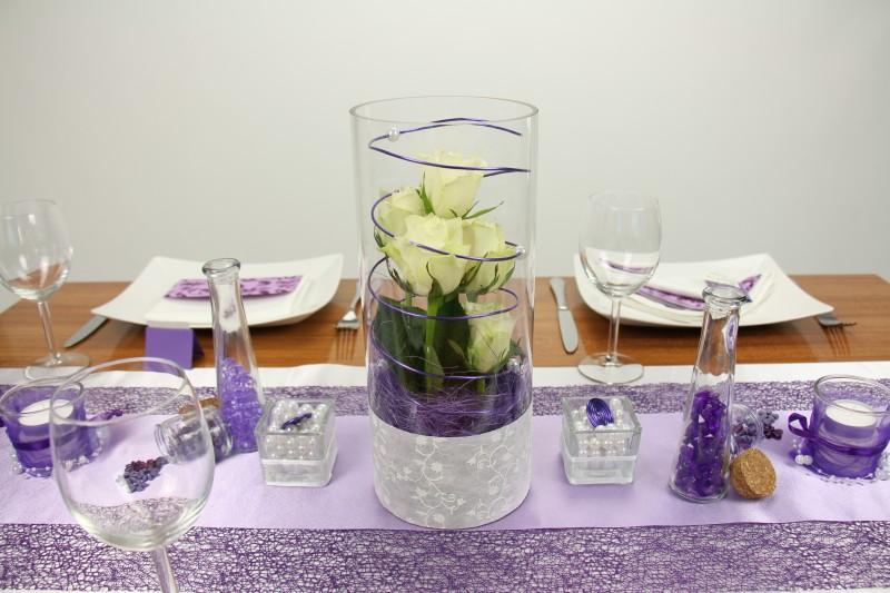 tischdeko lila wei feier tischdekorationen. Black Bedroom Furniture Sets. Home Design Ideas