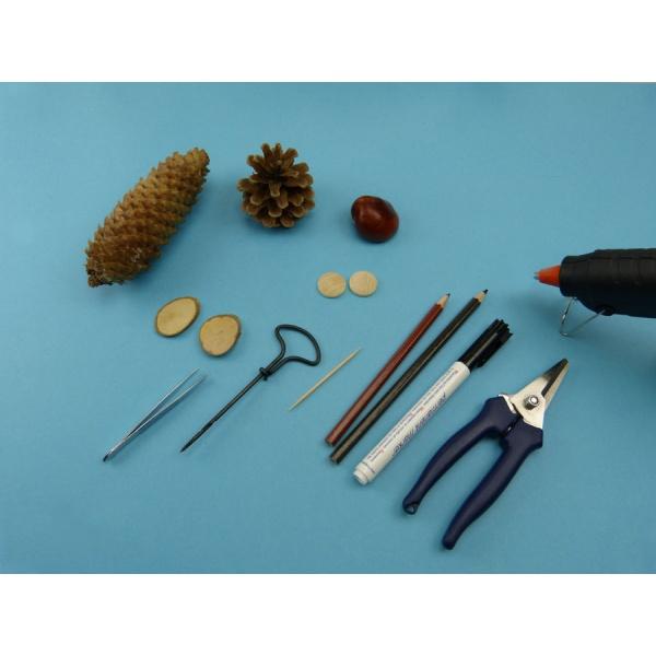 bastelideen mit kastanien eine nette eule aus naturprodukten zum nachmachen. Black Bedroom Furniture Sets. Home Design Ideas