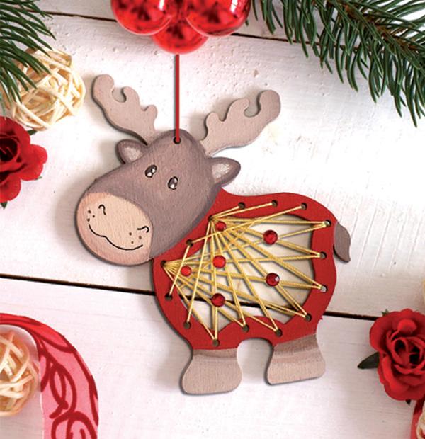 flechtmotiv elch aus holz weihnachtlicher fensterschmuck. Black Bedroom Furniture Sets. Home Design Ideas